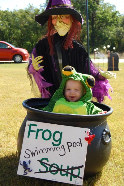costume - witch with frog soup