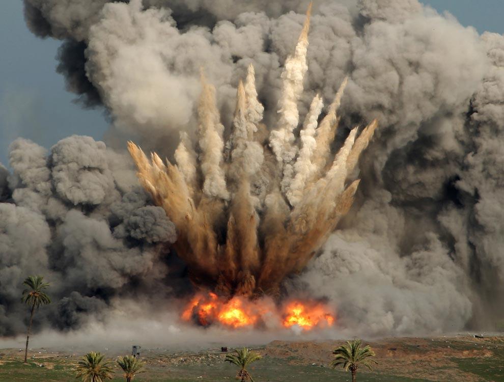 explosion, Gaza Strip, from Israeli F-16 jet, Jan. 3, 2009